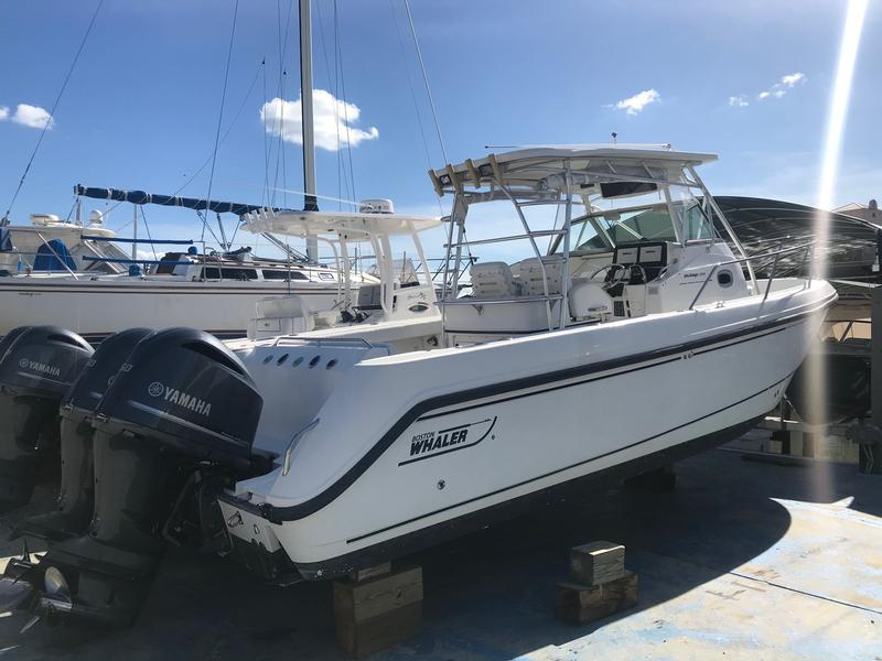 Boston Whaler OUTRAGE 290