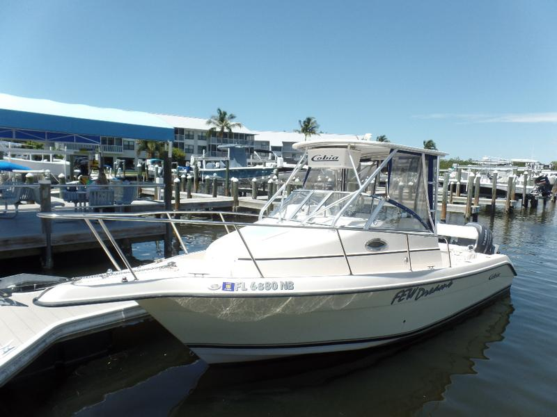 Cobia Boats 250 WALKAROUND